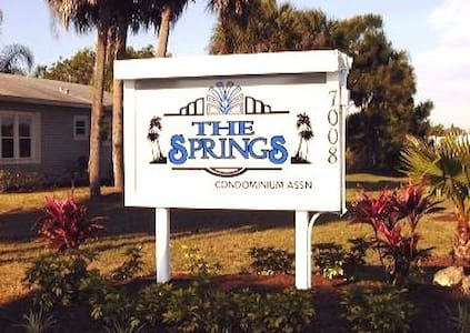$395 Week Beautiful Condo -Location - Fort Myers - Lejlighed