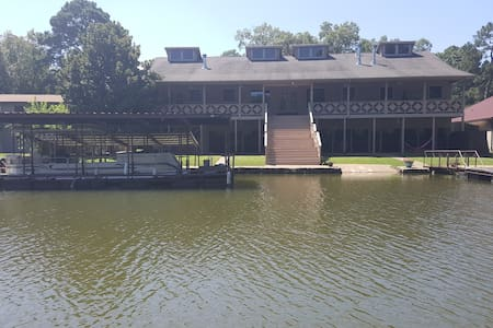 Long Beach Lake House Rentals - Lake Hamilton - Dom