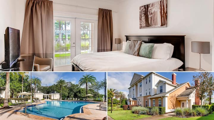 7689HCW102 Updated Pool View Condo Close to Disney