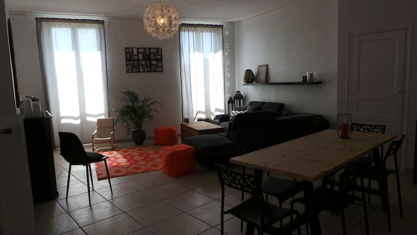 Chambre dans joli appartement Nîmois 4 min gare