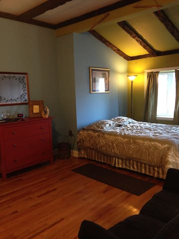 Quaint sunny room, with shared bathroom - Yonkers - House