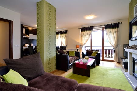 Cosy 3-bedroom top floor maisonette in PREDELA 2