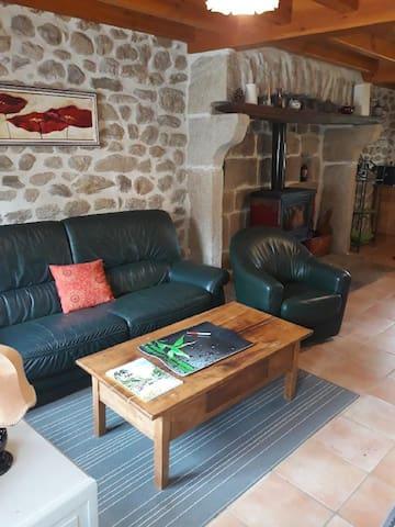 Maison rénovée dans son cachet Auvergnat
