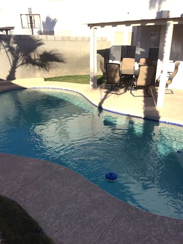 4 Bedroom Home with Pool - Las Vegas - Huis