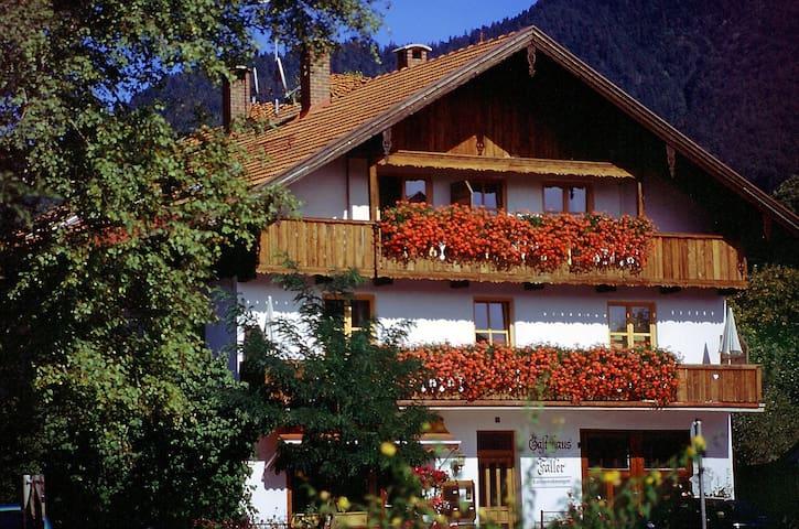 "Ferienwohnung 3 ""Faller"", 2 Zi, Balkon, Bergblick - Lenggries - Apartment"