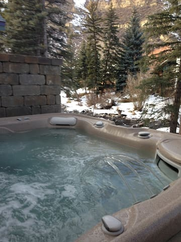 West Vail! Hot Tub Overlooking River! Bus Access!