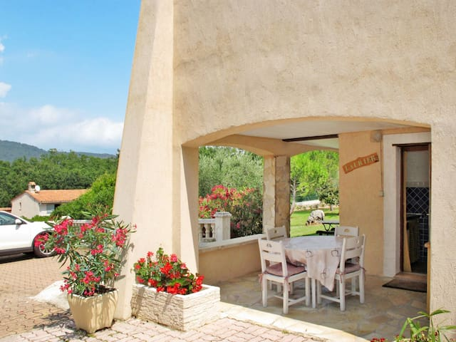 Charming holiday apartment in St. Cezaire-sur-Siagne