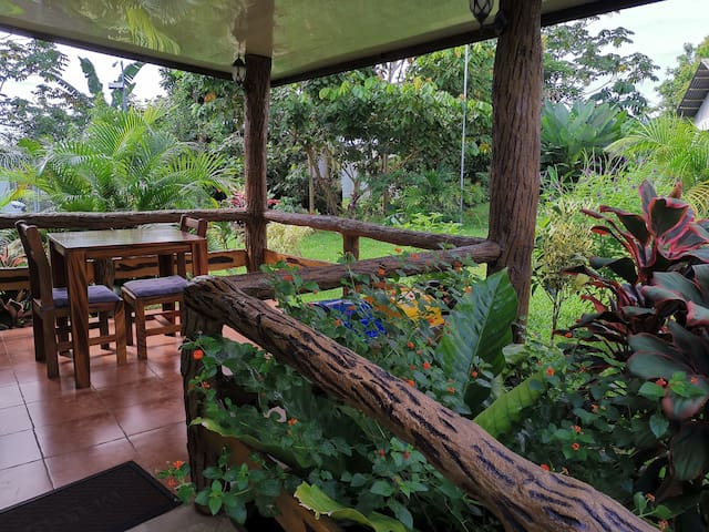 Downtown Apartment w/Garden view (2) - La Fortuna