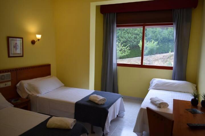 HOTEL ACQUAMARIS - HABITACIÓN TRIPLE SUPERIOR CON VISTAS AL MAR