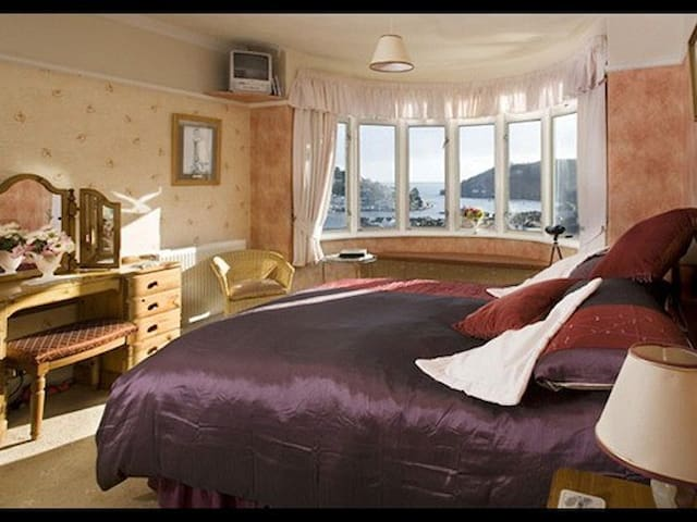 King-Superior-Ensuite-The Castle View Room