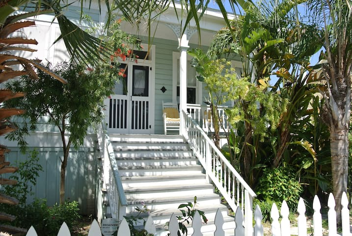 Olivette - Historic Cottage With Pool - Galveston - House