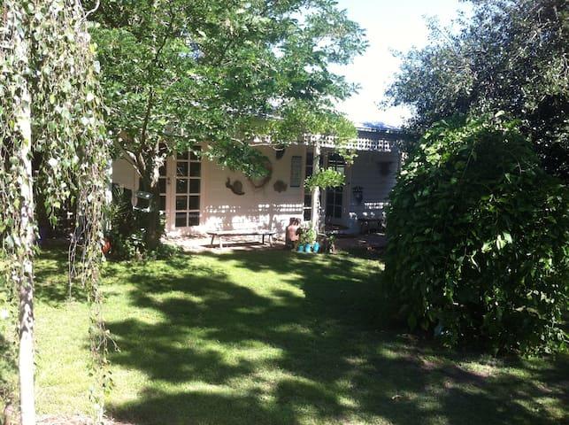 Garden cottage on 5 acre property - Wallington - Cabana