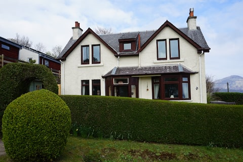Kincora, 2 bed holiday house, 50m from the beach