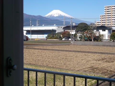 三島駅近くで富士山が見えて ほどよく静かなお部屋です ( シェラ201 )