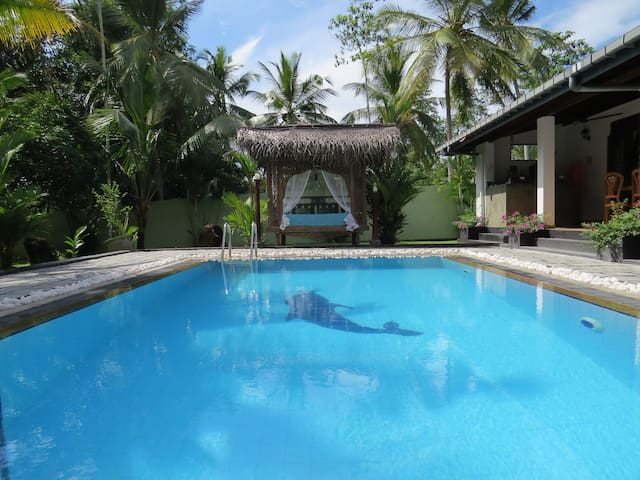 Villa Sapphire, Private Pool, A/C, Family Friendly - Hikkaduwa - Villa