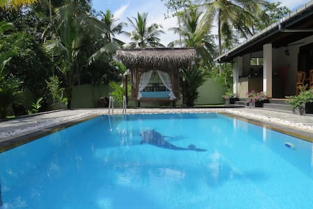Villa Sapphire, Private Pool, A/C, Family Friendly - Hikkaduwa