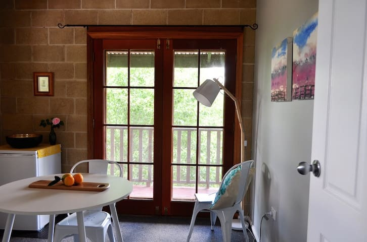 Sunny apartment - rural outlook - Wagga Wagga North - Apartment