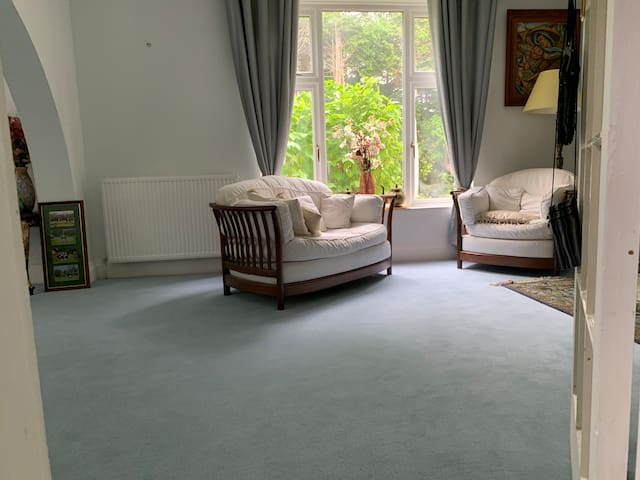 Relax  in historic accessible  Oxford  city home.