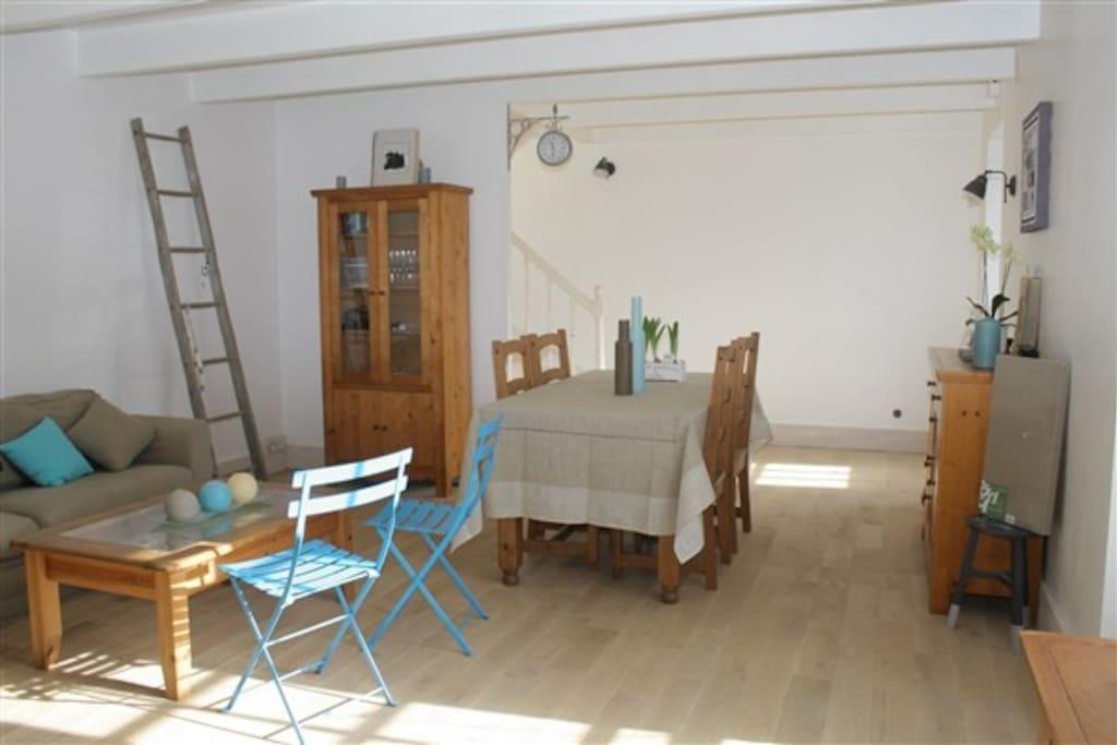 Jolie maison bretonne 2 chambres priv es maisons louer for Salle a manger bretonne