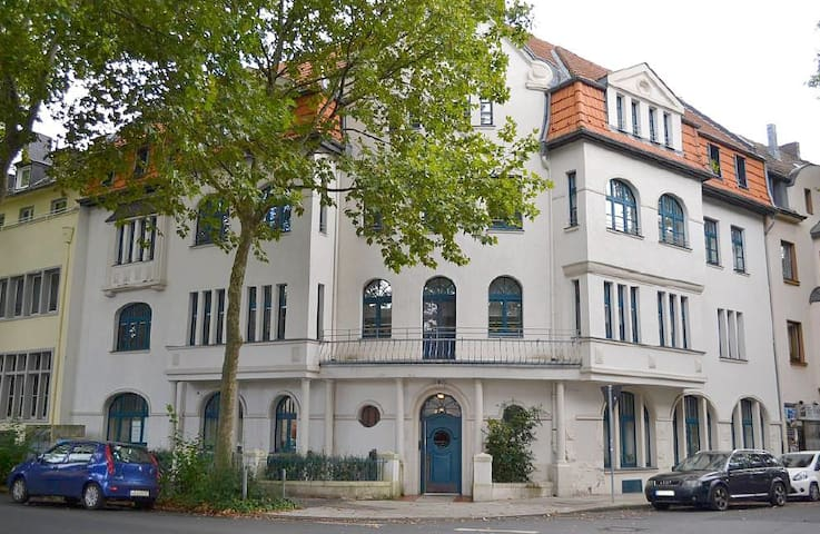 WOHNPARADIES - ZENTRAL ANGEBUNDEN - Colonia - Apartamento