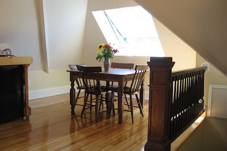 Historic, in-town lodging--lovely! - Northampton - Casa