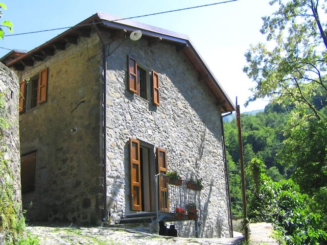 Casa Marta, sleeps 6 guests in Pescaglia - Pascoso