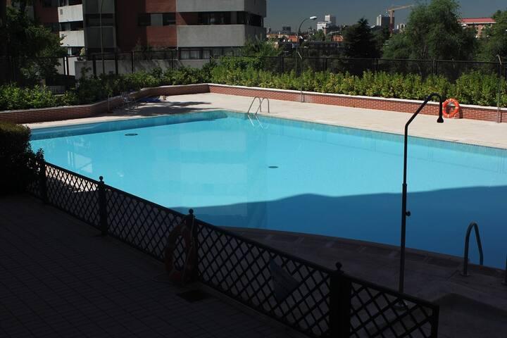 Piso de lujo, garage, 2 habitaciones, piscina