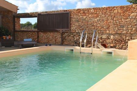 Cute house w/pool between vineyards & Cyclist ways - Santa Eugènia - Huis