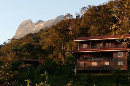 Kinabalu Mountain Lodge family room - Ranau