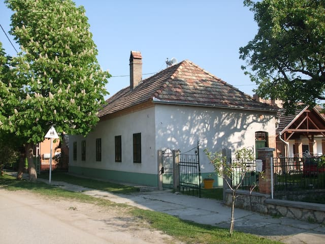 Bike Stop Duna (Falusi idill, városi kényelem 4+2) - Dunaszentmiklós - Apartment