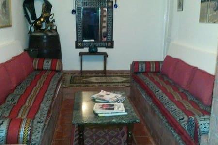 Chambre . d'hôtes . F.E.B.O . - route de Mateur