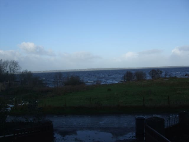 View Lough Neagh from your flat - Aldergrove - Apartment