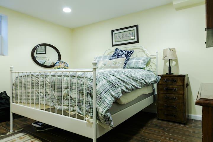 Mineola apartment Room A