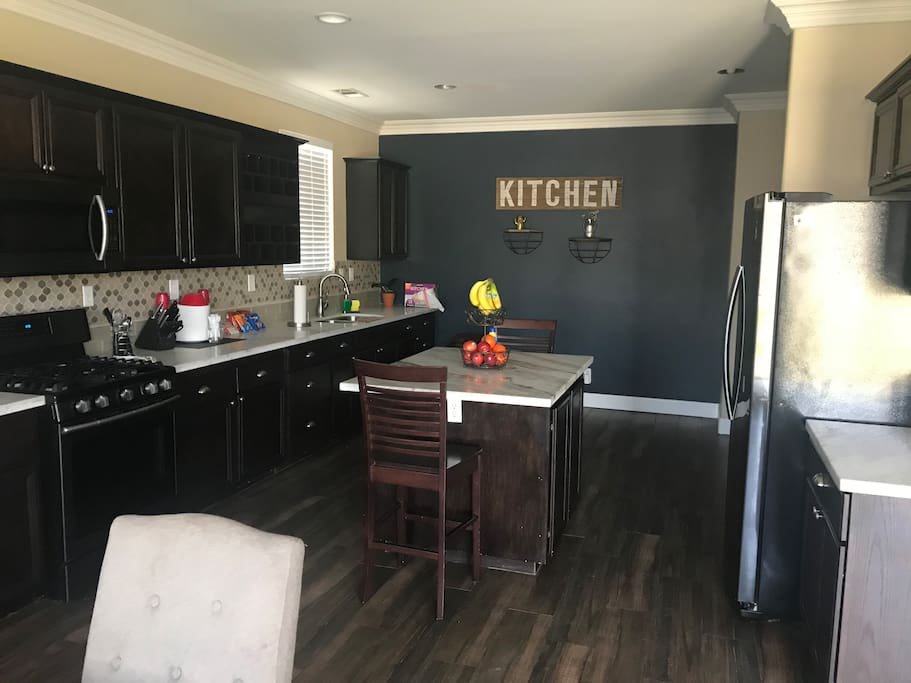Full Kitchen. Open floor lay out.