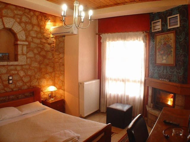 Double Room with Fireplace in Arachova's center