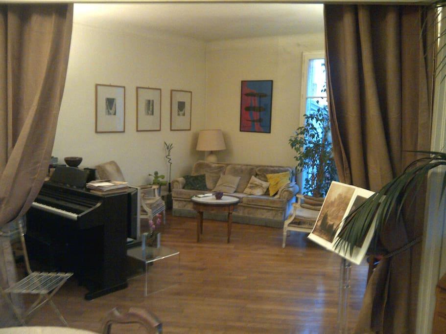 grand 5 pi ces butte montmartre appartements louer paris le de france france. Black Bedroom Furniture Sets. Home Design Ideas