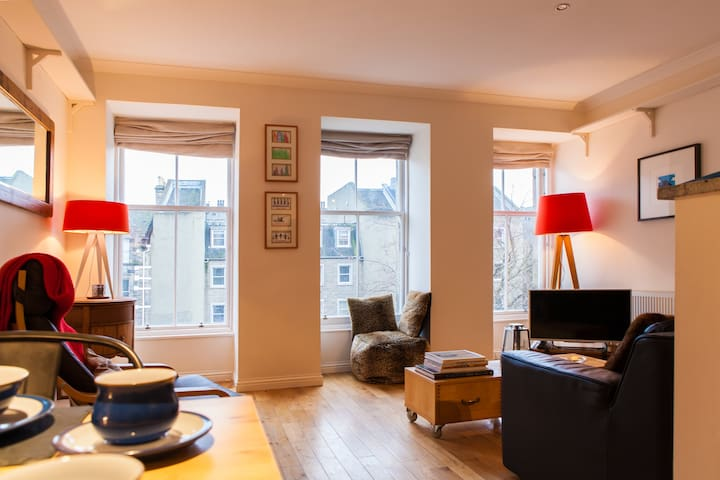 5* Fantastic Grassmarket location!