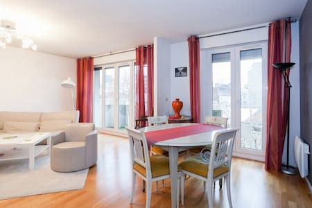 A great room with private bathroom - París