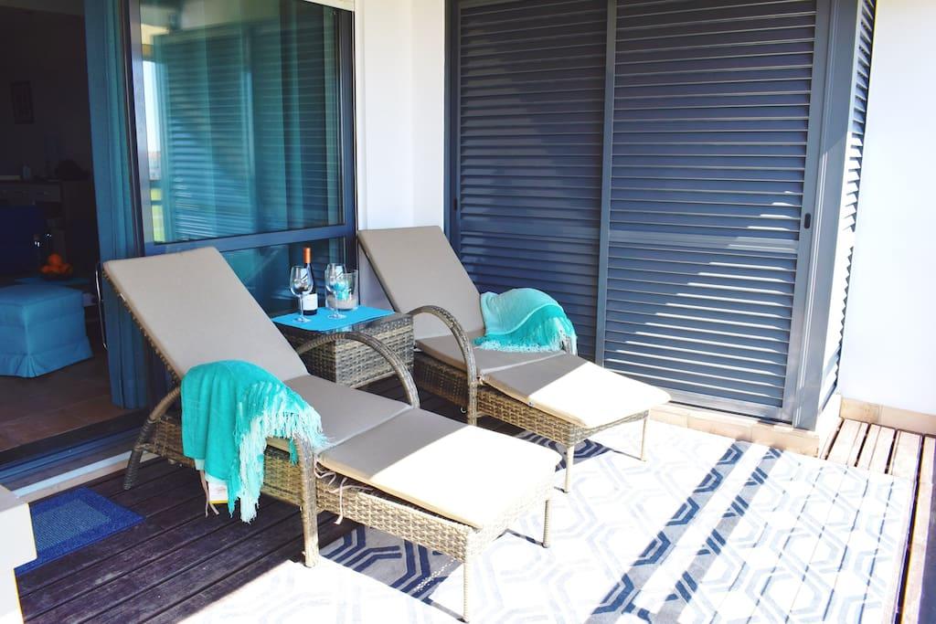 Sonnenstühle zum Sessel zusammenschiebbar