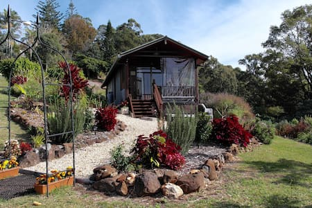 Cottage with views in the hinterland of Byron Bay