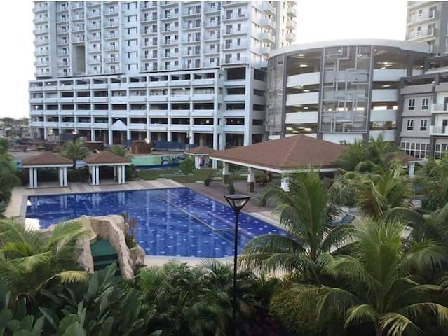 1 Bedroom corner unit with balcony @ Zinnia Tower