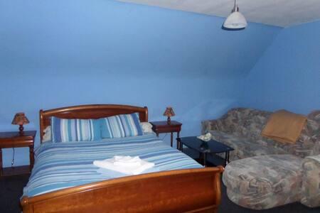 Chambre principal avec salle d'eau - Overath