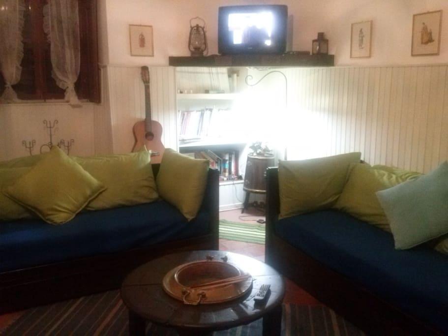 soggiorno con divani letto