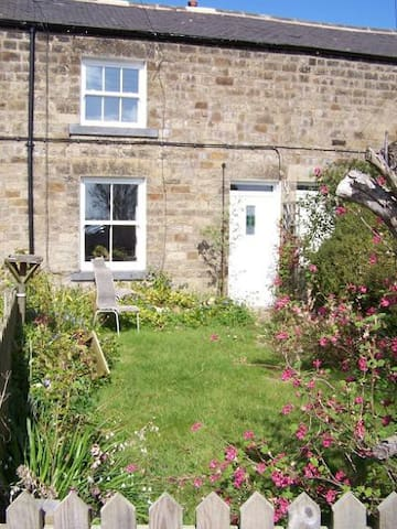 Coastal Railway Cottage - Belford - Ev
