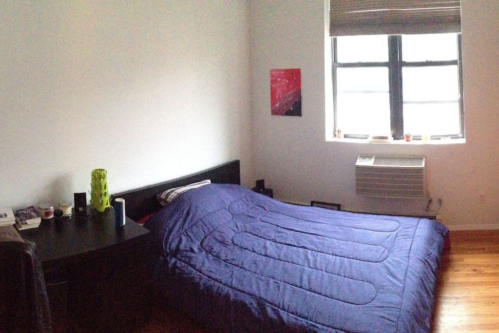 The first bedroom. Queen bed and lots of space. Lots of light and view on Empire State Building.