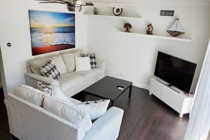 Modern LA 3 bed/2 bath-Excellent Value & Location!