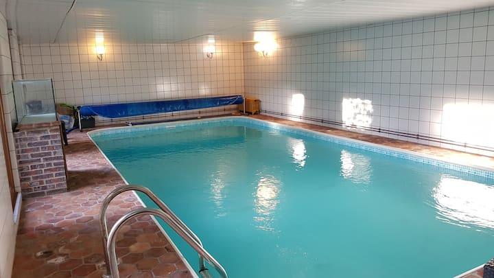 Maison 15 couchages - piscine intérieure chauffée