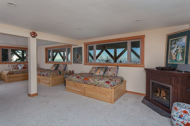 Downstairs is open air with ground level separate entrance. Includes 4 day beds with under-bed storage and plenty of room for teaching a class or playing. Fireplace and bathroom off this room.