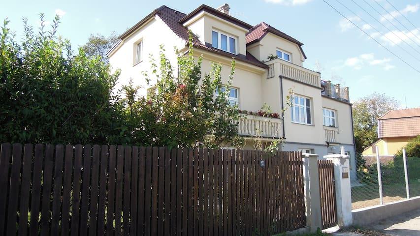 Mars - Černošice - บ้าน