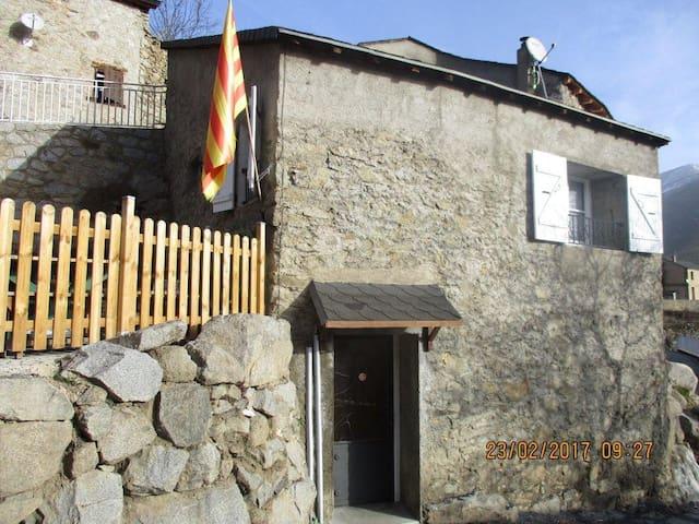 MAISON DE MONTAGNE DANS LES GARROTXES - Railleu - House